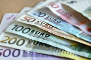Czynsz w umowie dzierżawy może być płacony w formoe pieniężnej.